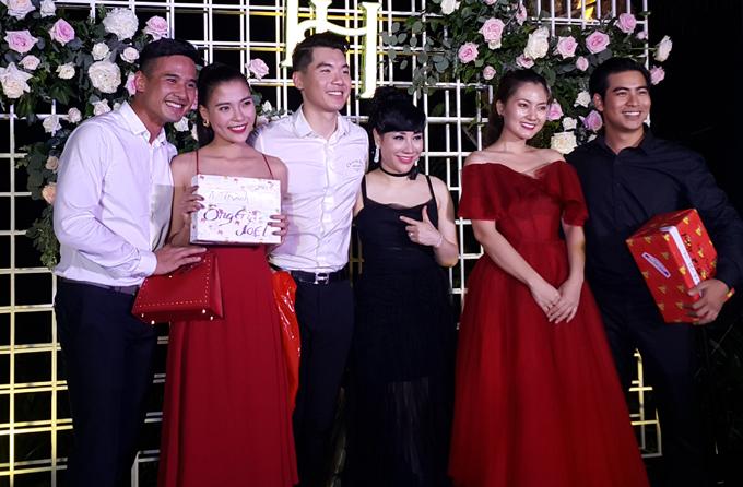 """Vợ mới cưới của Trương Nam Thành bức xúc vì tin đồn """"trốn chụp ảnh chung với khách"""" - 4"""