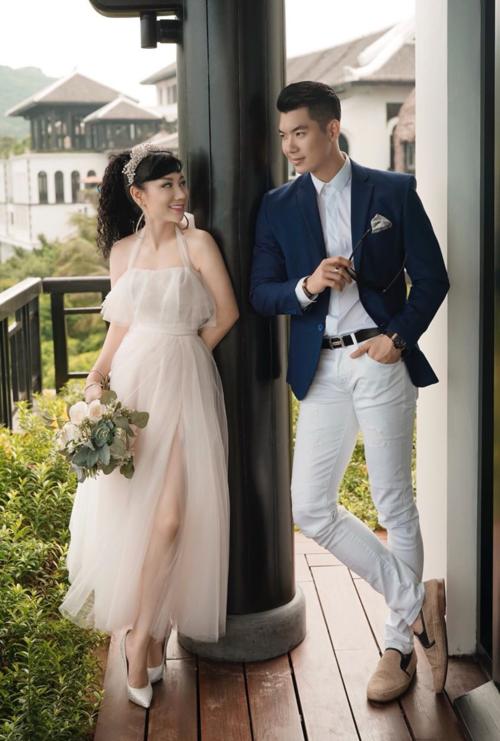 """Vợ mới cưới của Trương Nam Thành bức xúc vì tin đồn """"trốn chụp ảnh chung với khách"""" - 1"""
