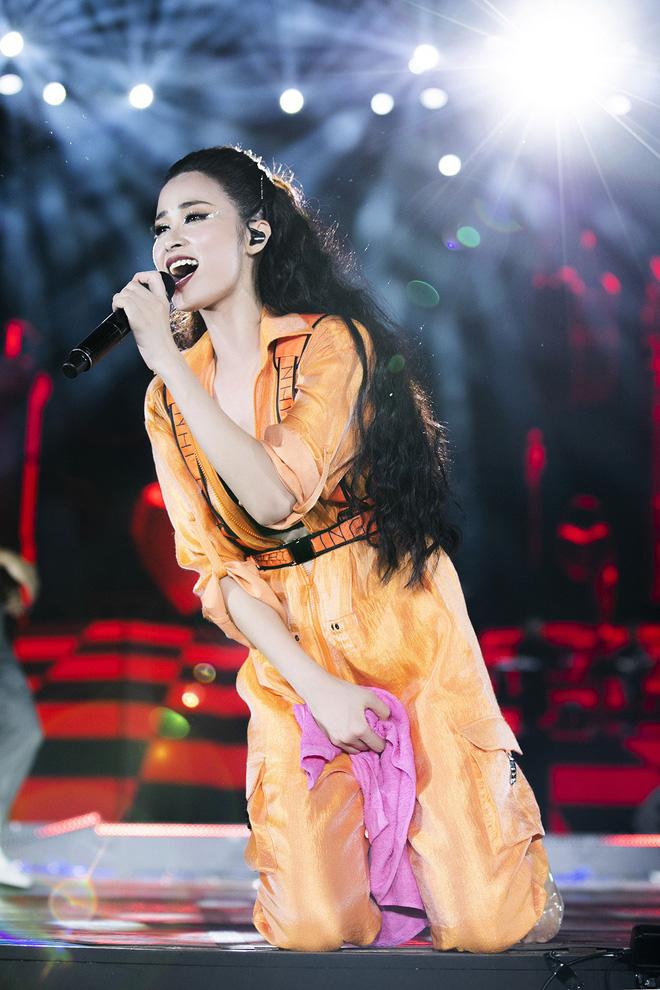 Sau liveshow kỉ niệm 10 năm ca hát, Đông Nhi đứng ở đâu trong showbiz Việt? - Ảnh 7.