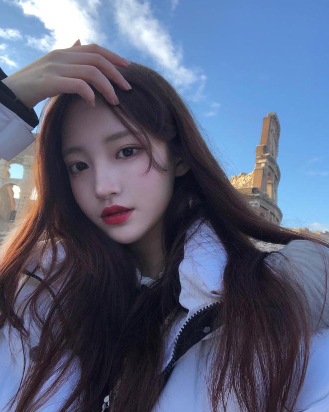 Để tóc buông xõa, bạn sẽ rất dễ già đi vài tuổi nếu không dùng thủ thuật này của con gái Hàn - Ảnh 6.