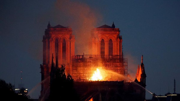 Notre Dame hay câu chuyện về quan điểm cá nhân và quyền phán xét - Ảnh 7.