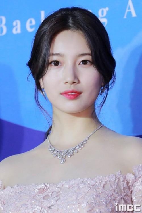 Vẻ đẹp nữ thần của Suzy trên thảm đỏ Baeksang 2019 được ca ngợi hết lời - Ảnh 1