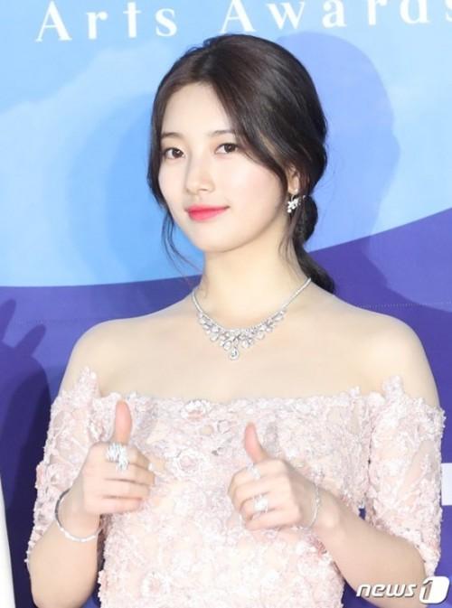 Vẻ đẹp nữ thần của Suzy trên thảm đỏ Baeksang 2019 được ca ngợi hết lời - Ảnh 4