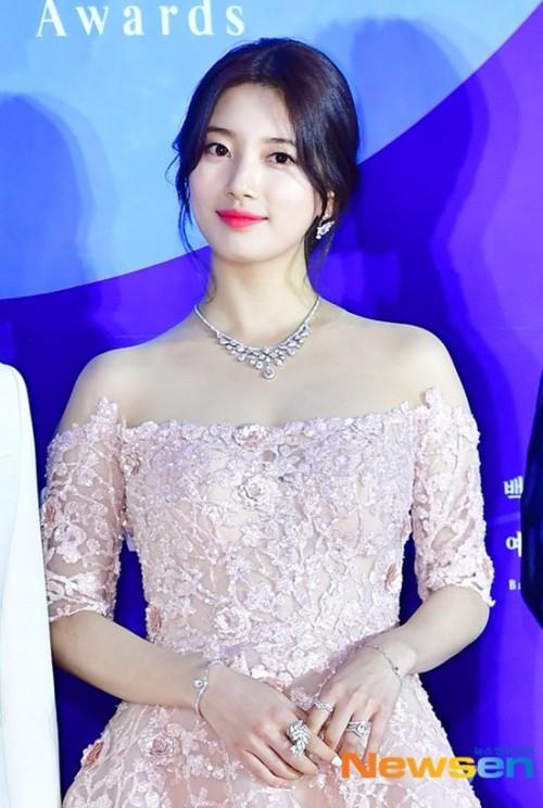 Vẻ đẹp nữ thần của Suzy trên thảm đỏ Baeksang 2019 được ca ngợi hết lời - Ảnh 5