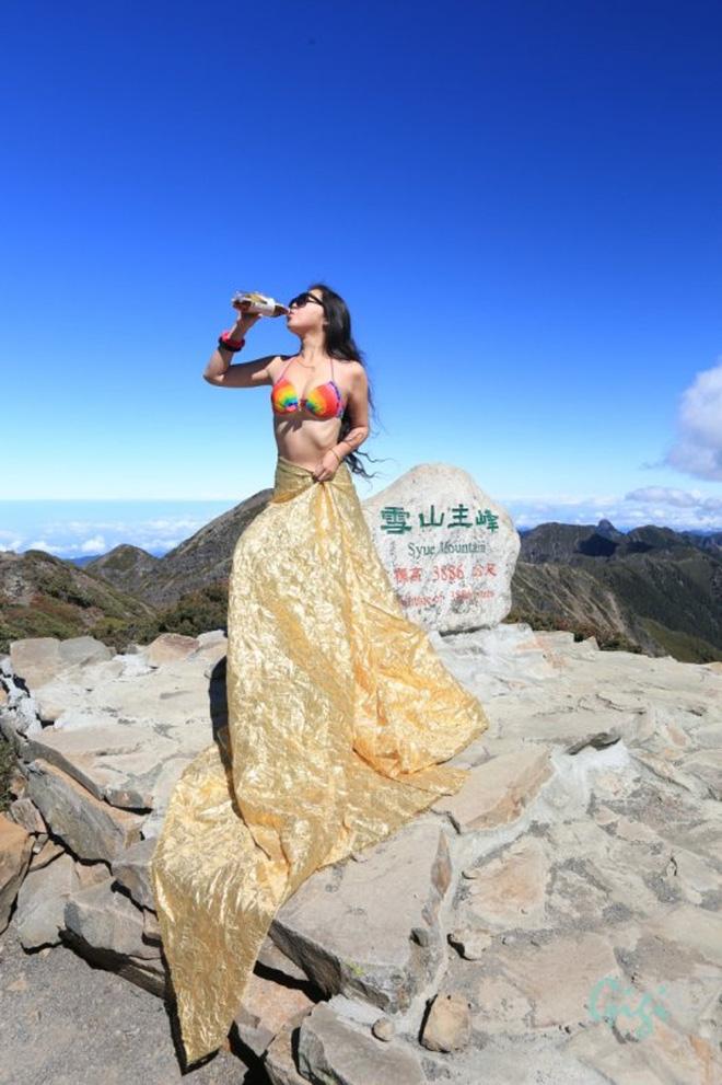 Cô gái trẻ chuyên mặc bikini leo núi tử vong vì lạnh khi đang chinh phục đỉnh cao mới - Ảnh 1.