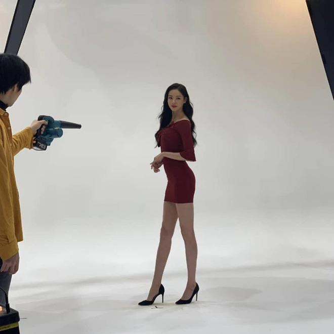 Quên Song Hye Kyo hay Jeon Ji Hyun đi, đây mới là mỹ nhân sở hữu body đẹp như tượng tạc chẳng cần đến photoshop - Ảnh 4.