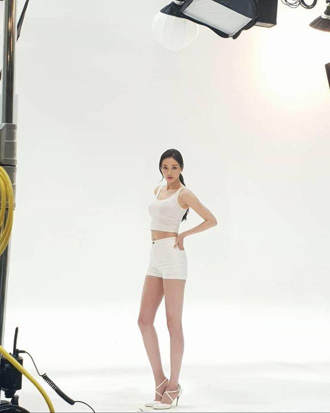 Quên Song Hye Kyo hay Jeon Ji Hyun đi, đây mới là mỹ nhân sở hữu body đẹp như tượng tạc chẳng cần đến photoshop - Ảnh 5.