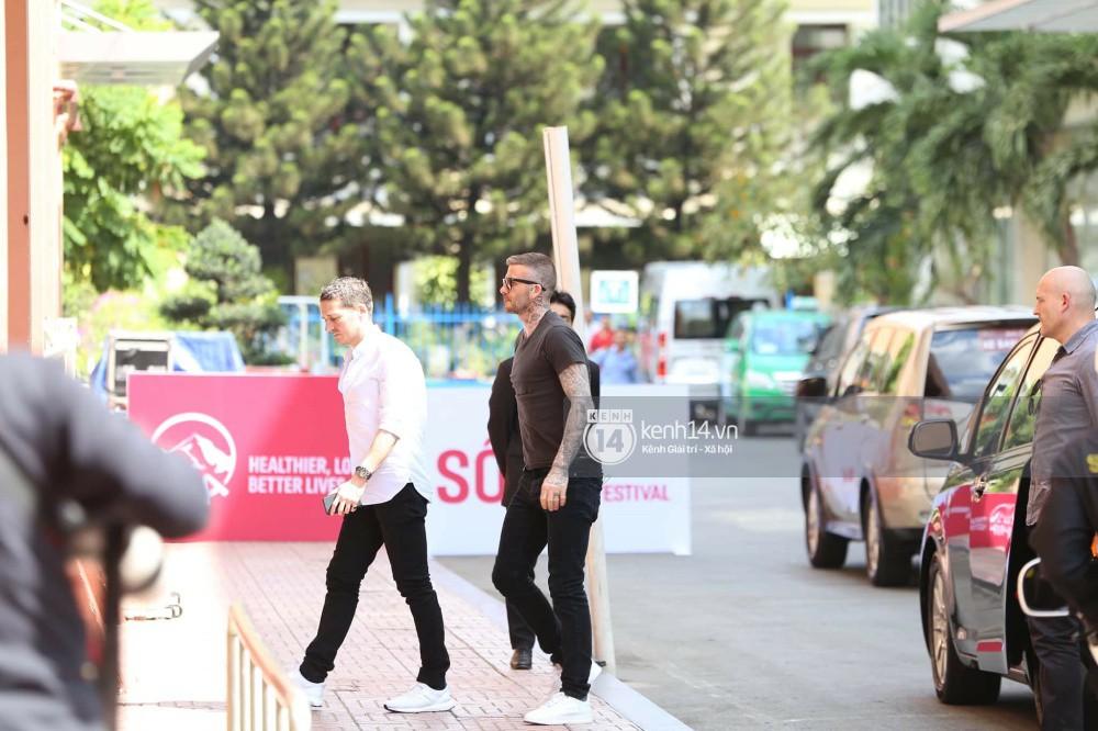 Cuối cùng David Beckham đã xuất hiện tại sự kiện ở TP.HCM: Ngôi sao quốc tế chuẩn bị gặp gỡ 2 cầu thủ Việt đình đám - Ảnh 9.