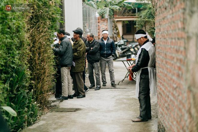 Tang thương bao trùm làng quê nơi 8 người tử vong dưới bánh xe tải, nhiều nhà chỉ cách nhau vài chục mét - Ảnh 6.