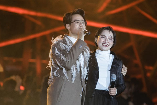Khán giả xếp hàng, đội ô giữa trời mưa lạnh để được nghe Hà Anh Tuấn kể chuyện tình-11