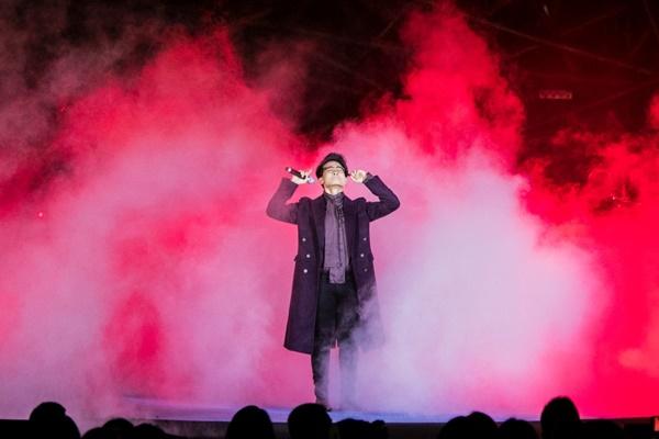 Khán giả xếp hàng, đội ô giữa trời mưa lạnh để được nghe Hà Anh Tuấn kể chuyện tình-9