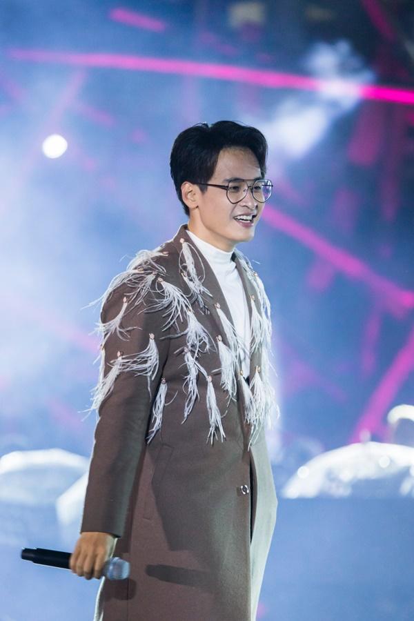 Khán giả xếp hàng, đội ô giữa trời mưa lạnh để được nghe Hà Anh Tuấn kể chuyện tình-8