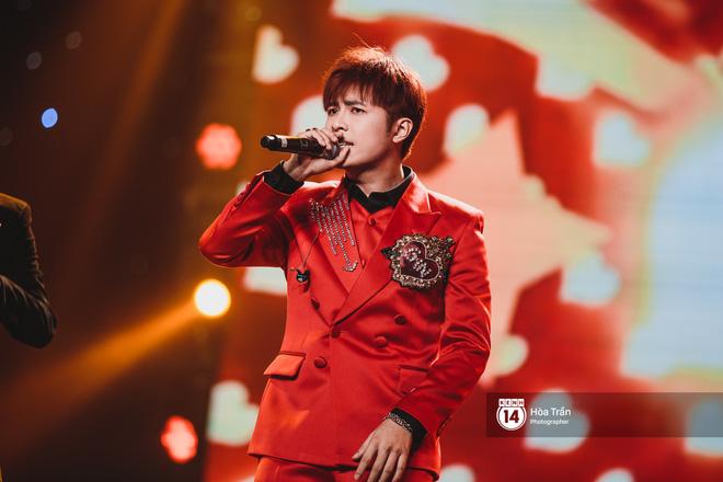 Soobin - Jiyeon song ca tình bể bình, iKON quẩy cùng nón lá, dàn sao Việt - Hàn bùng nổ đêm nhạc cuối năm - Ảnh 18.