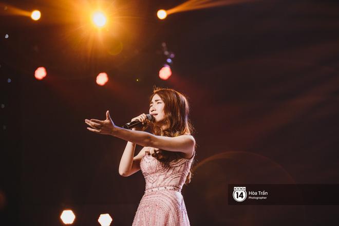 Soobin - Jiyeon song ca tình bể bình, iKON quẩy cùng nón lá, dàn sao Việt - Hàn bùng nổ đêm nhạc cuối năm - Ảnh 22.