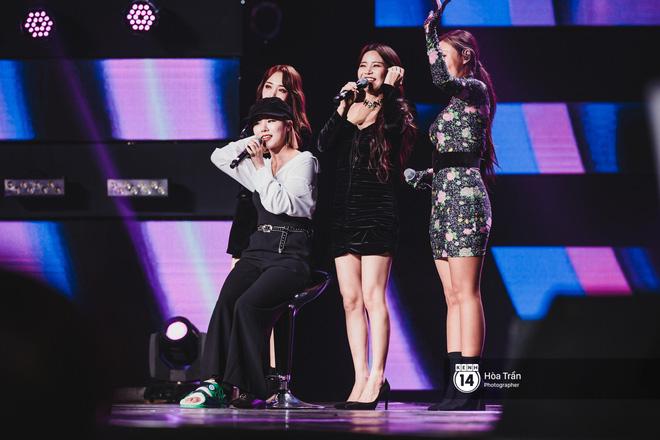 Soobin - Jiyeon song ca tình bể bình, iKON quẩy cùng nón lá, dàn sao Việt - Hàn bùng nổ đêm nhạc cuối năm - Ảnh 8.