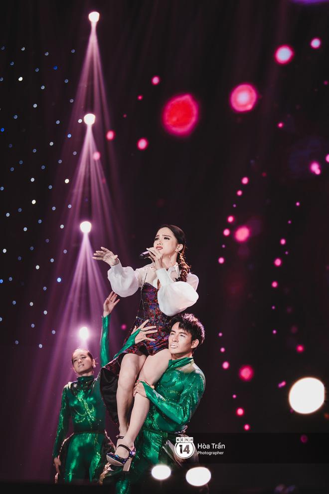 Soobin - Jiyeon song ca tình bể bình, iKON quẩy cùng nón lá, dàn sao Việt - Hàn bùng nổ đêm nhạc cuối năm - Ảnh 26.