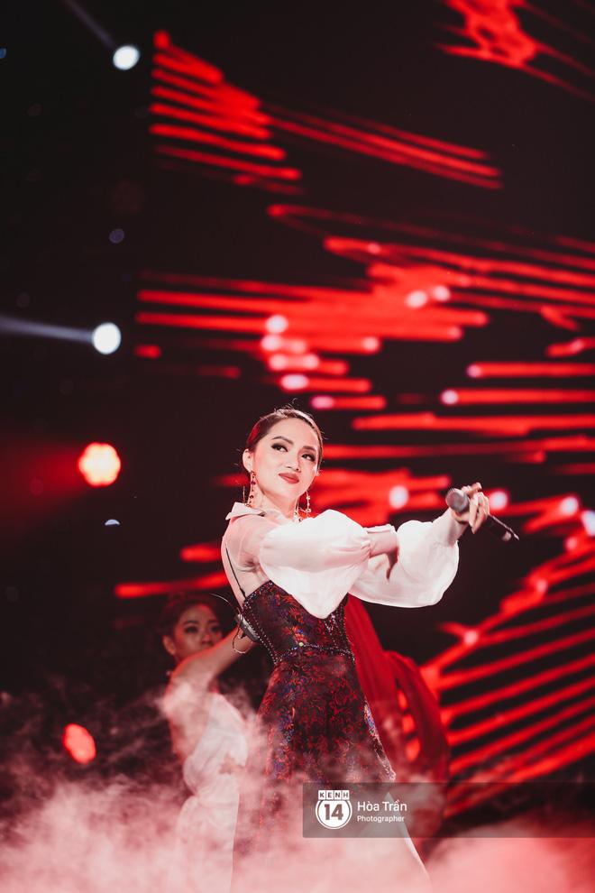 Soobin - Jiyeon song ca tình bể bình, iKON quẩy cùng nón lá, dàn sao Việt - Hàn bùng nổ đêm nhạc cuối năm - Ảnh 27.