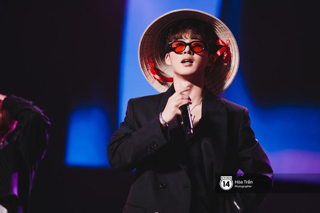 Soobin - Jiyeon song ca tình bể bình, iKON quẩy cùng nón lá, dàn sao Việt - Hàn bùng nổ đêm nhạc cuối năm - Ảnh 10.