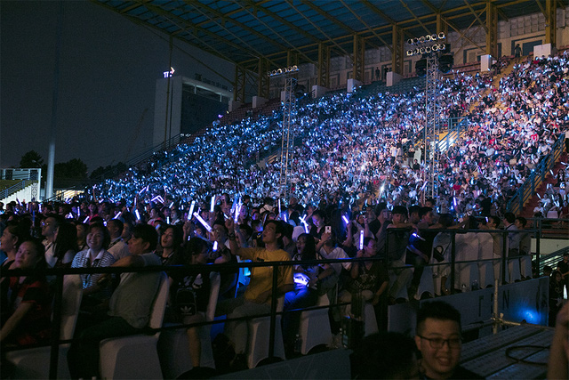 Ông Cao Thắng rơi nước mắt khi được Đông Nhi cảm ơn trong liveshow 10 năm ca hát - Ảnh 2.