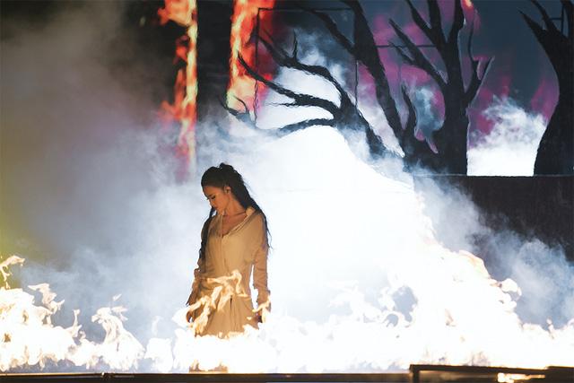 Ông Cao Thắng rơi nước mắt khi được Đông Nhi cảm ơn trong liveshow 10 năm ca hát - Ảnh 5.