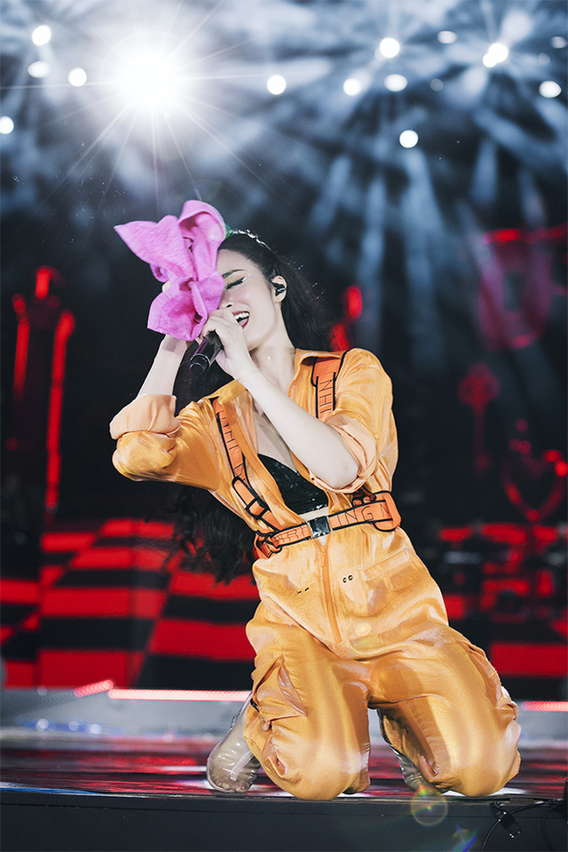 Ông Cao Thắng rơi nước mắt khi được Đông Nhi cảm ơn trong liveshow 10 năm ca hát - Ảnh 8.
