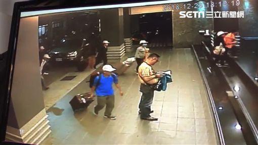 Những hình ảnh của 152 du khách Việt biến mất ở Đài Loan: Vào khách sạn 1 giờ để thay quần áo rồi bỏ trốn - Ảnh 1.