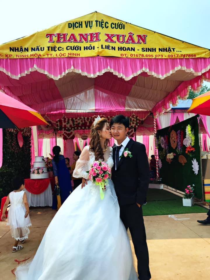 Cô dâu lủi thủi đứng một góc nhìn chú rể khoác tay người yêu cũ chụp ảnh trong đám cưới và sự thật bất ngờ phía sau - Ảnh 3.