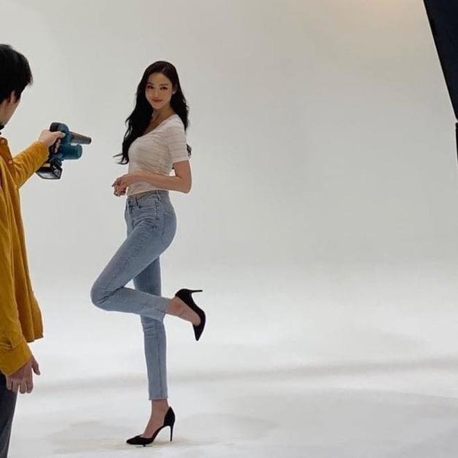 Quên Song Hye Kyo hay Jeon Ji Hyun đi, đây mới là mỹ nhân sở hữu body đẹp như tượng tạc chẳng cần đến photoshop - Ảnh 6.