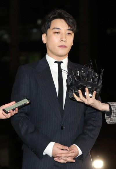 5 công ty giải trí hàng đầu Kpop mất trắng gần 12 nghìn tỉ đồng vì vụ bê bối của Seungri - Ảnh 1.