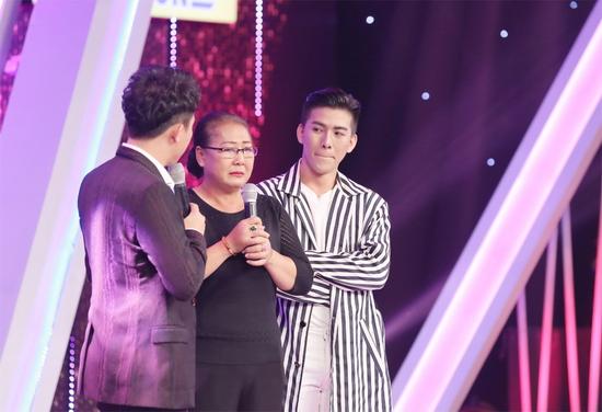 Mẹ Lâm Nguyễn rất tự hào và xúc động khi chia sẻ về con trai.