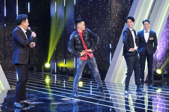 Vòng thử thách nhảy theo dancer cực thú vị của 4 chàng trai còn lại