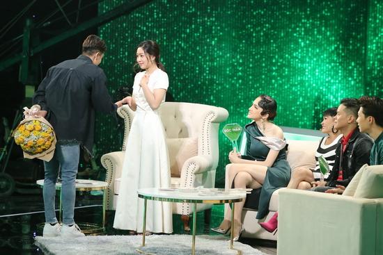 Huy Phong chính thức xuất hiện với màu xanh Độc thân khiến nữ chính không khỏi hạnh phúc