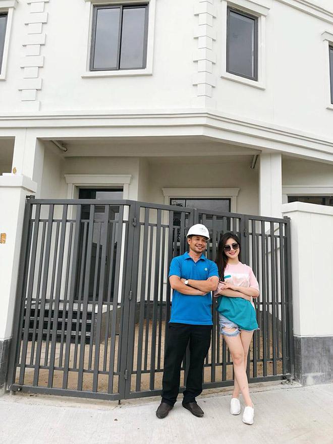 23 tuổi, Hương Tràm bỏ nhà 3 tỷ, tậu biệt thự 4 tầng và đi xế hộp 2 tỷ - 1