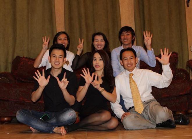 Hoài Linh tiết lộ ảnh đời tư hiếm thấy, lộ diện 5 anh chị em ruột thành đạt - 4