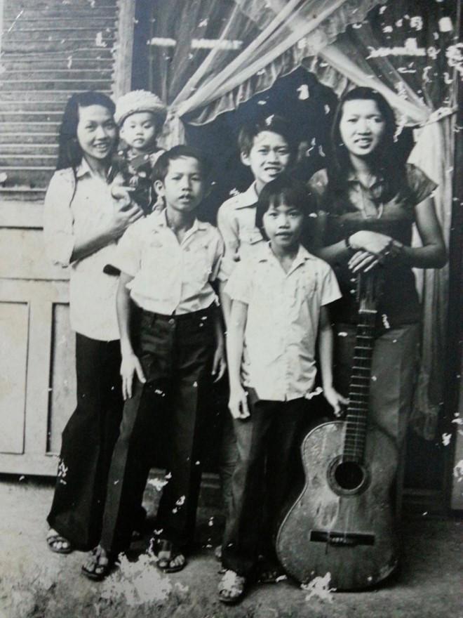 Hoài Linh tiết lộ ảnh đời tư hiếm thấy, lộ diện 5 anh chị em ruột thành đạt - 8