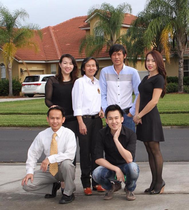 Hoài Linh tiết lộ ảnh đời tư hiếm thấy, lộ diện 5 anh chị em ruột thành đạt - 9
