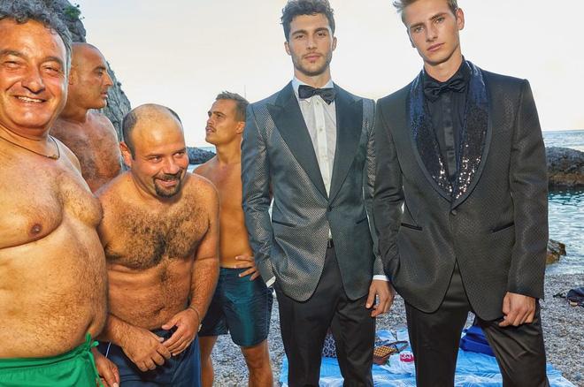 """Dolce & Gabbana tiếp tục """"ăn gạch"""" vì bộ ảnh mới bị cho là phân biệt giàu nghèo, body shaming và để lọt cả đồ Louis Vuitton - Ảnh 6."""