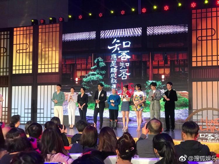 Triệu Lệ Dĩnh lại vắng mặt tại sự kiện Minh Lan truyện, khán giả nói: Đã lĩnh chứng sao phải giấu chuyện mang thai