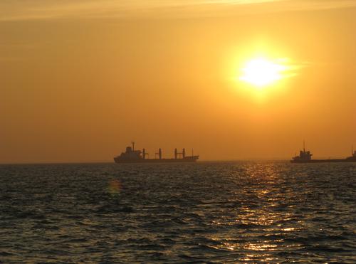 Hoàng hôn và bình minh trên biển là 2 khoảnh khắc tuyệt vời nhất