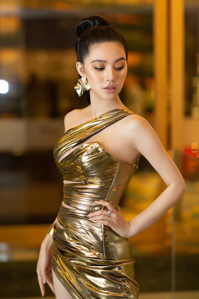 Hiếm hoi lắm mới thấy Mỹ Tâm lên đồ gắt thế này, Jolie Nguyễn phô trương với váy xẻ cao hết cả phần thiên hạ - Ảnh 3.