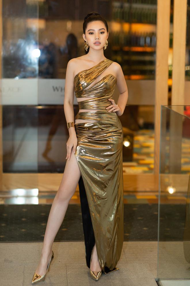 Hiếm hoi lắm mới thấy Mỹ Tâm lên đồ gắt thế này, Jolie Nguyễn phô trương với váy xẻ cao hết cả phần thiên hạ - Ảnh 4.