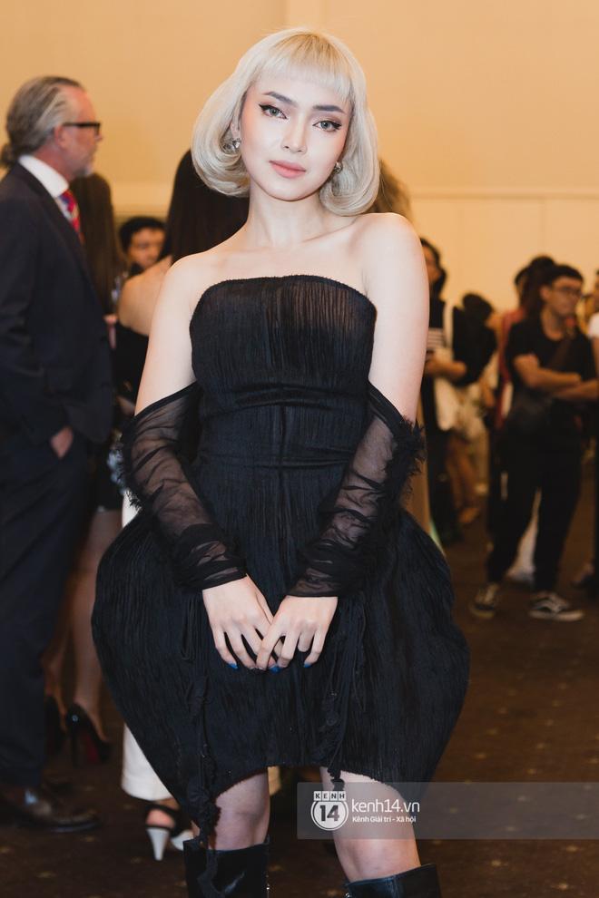 Hiếm hoi lắm mới thấy Mỹ Tâm lên đồ gắt thế này, Jolie Nguyễn phô trương với váy xẻ cao hết cả phần thiên hạ - Ảnh 7.