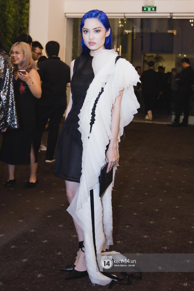Hiếm hoi lắm mới thấy Mỹ Tâm lên đồ gắt thế này, Jolie Nguyễn phô trương với váy xẻ cao hết cả phần thiên hạ - Ảnh 14.