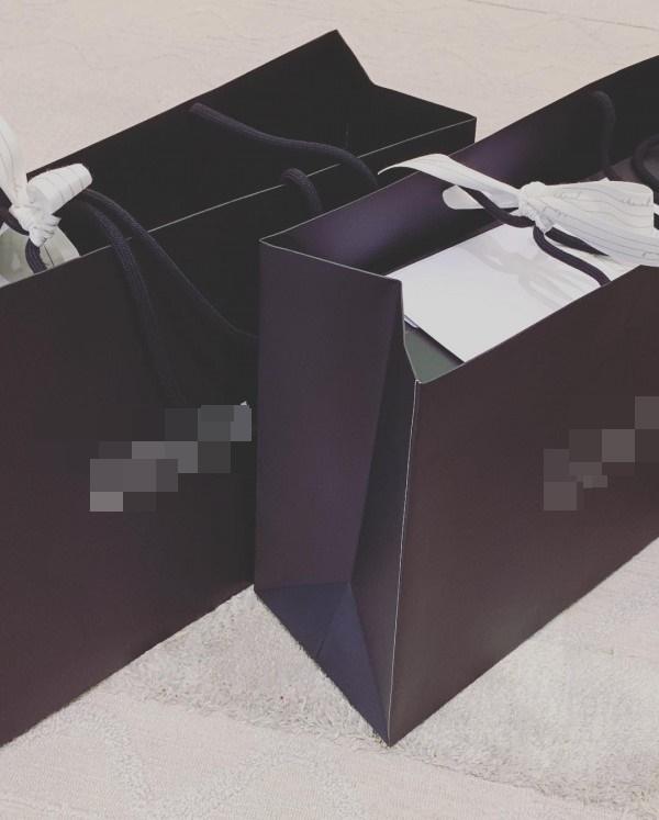 Nhìn sơ qua những món quà tặng này ước tính cũng phải con số hàng tỉ chứ không đùa. Tuy nhiên, vật chất vẫn không thể bì với tình yêu và sự nâng niu mà Trấn Thành dành cho Hari Won. - Tin sao Viet - Tin tuc sao Viet - Scandal sao Viet - Tin tuc cua Sao - Tin cua Sao