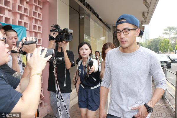 Hậu ly hôn Lưu Khải Uy, dân mạng Trung ủng hộ quan điểm của Dương Mịch: 'Thương con, lo cho con không có nghĩa làm gì cũng chụp hình đăng lên'