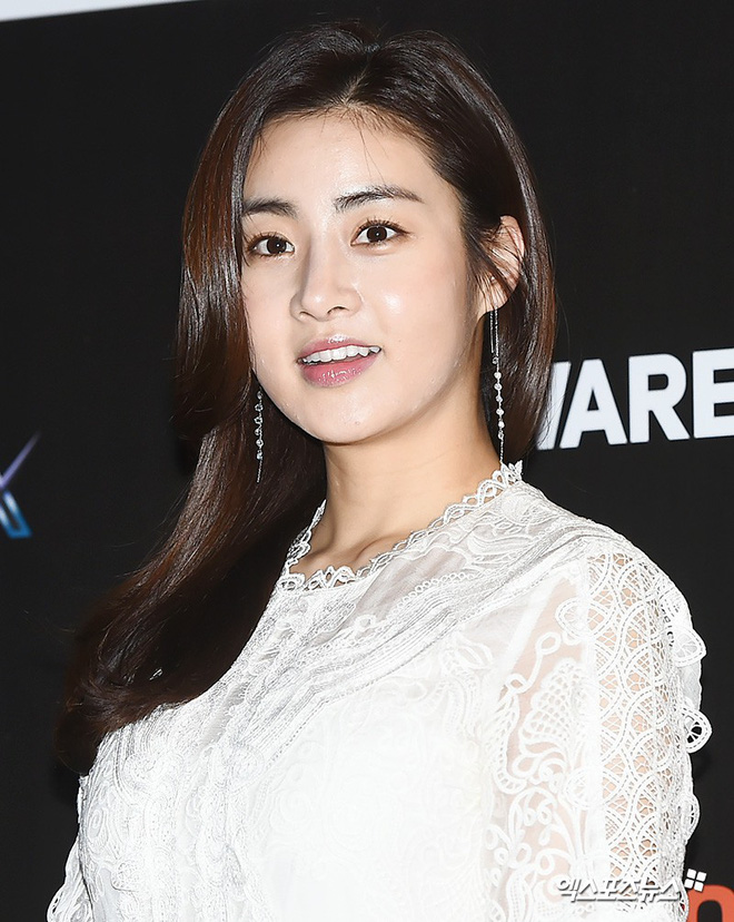 Tình cũ Hyun Bin lộ ảnh hẹn hò với Son Ye Jin, Kang Sora lại phản ứng bất ngờ trong lần đầu xuất hiện - Ảnh 1.