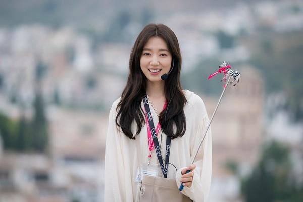 Nụ cười tươi tắn của Park Shin Hye.
