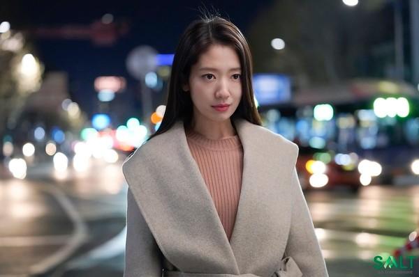 Công ty quản lý tung loạt ảnh hậu của Park Shin Hye sau tập cuối Hồi ức Alhambra