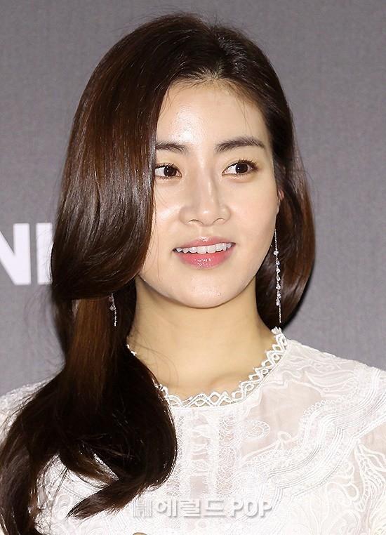 Tình cũ Hyun Bin lộ ảnh hẹn hò với Son Ye Jin, Kang Sora lại phản ứng bất ngờ trong lần đầu xuất hiện - Ảnh 2.