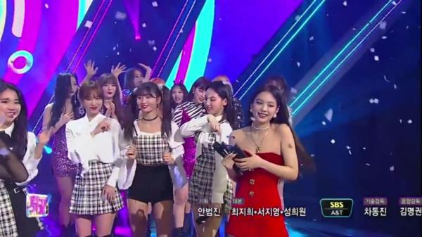 Trong thời gian quảng bá Solo, Jennie thân thiết với Irene mà bỏ quên người bạn Na Yeon. Dù Na Yeon rất nhiệt tình thể hiện sự ủng hộ khi bạn thân chiến thắng, cô cũng chỉ quay lại ôm nhẹ nhàng rồi chào tạm biệt chứ không hề rủ Na Yeon nhảy cùng như cách đã tương tác với Irene.
